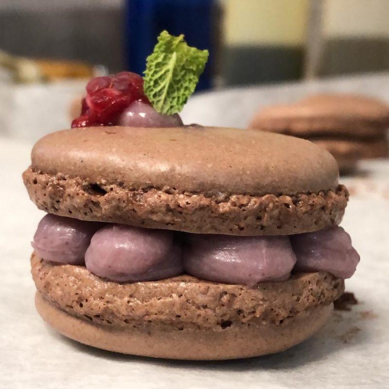 La imagen tiene un atributo ALT vacío; su nombre de archivo es Macarron-de-chocolate-con-crema-de-frutos-y-chocolate-blanco-e1551280768863.jpeg